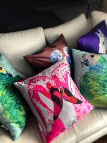 Chloe Croft - Egzotyczna poduszka – Flamingi