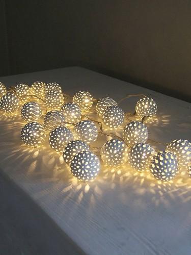 Sznur białych lampek LED - Grand Maroq