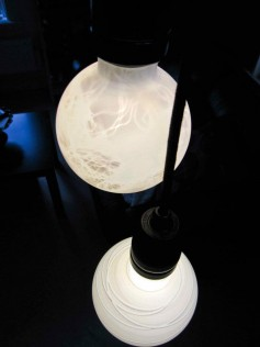 NUD - Żarówka ręcznie malowana - marmurowa