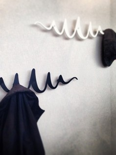 Biały wieszak na ubrania - Scribble