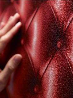 Tapety Koziel - Czerwona pikowana skóra 10m