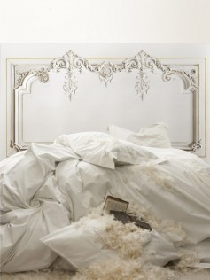 Aksamitna dekoracja łóżka - Haussmann Headboard