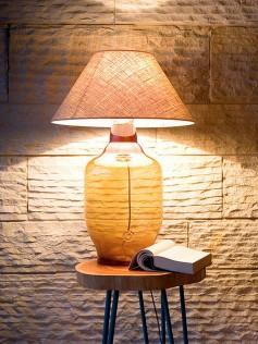 Designerska lampa stołowa z abażurem miodowa